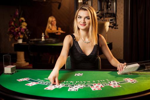 Cara Bermain Blackjack dan Meningkatkan Peluang Kemenangan